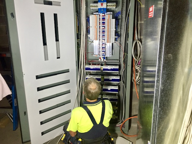 Campis providing commercial building electrical services.